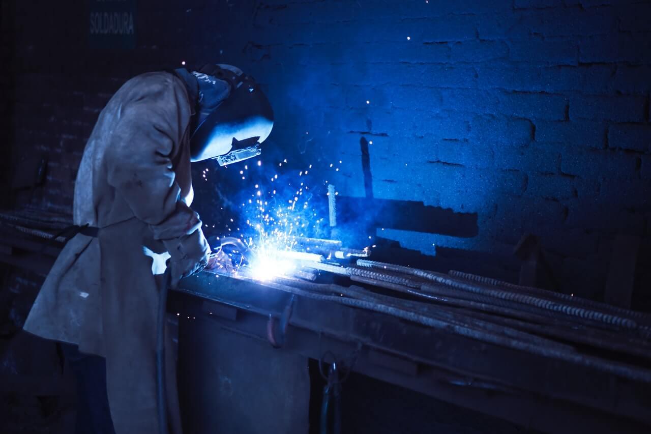 How Much Do Welders Make? - CareersWiki com